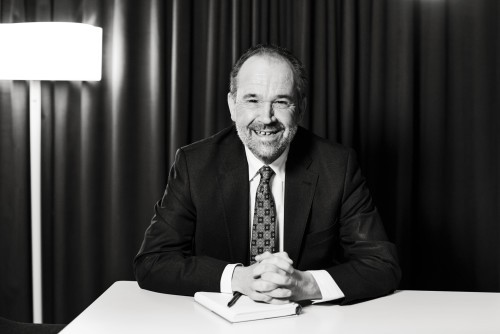 Svartvitt porträtt av Anders Kvist, vice VD, Kungsleden AB