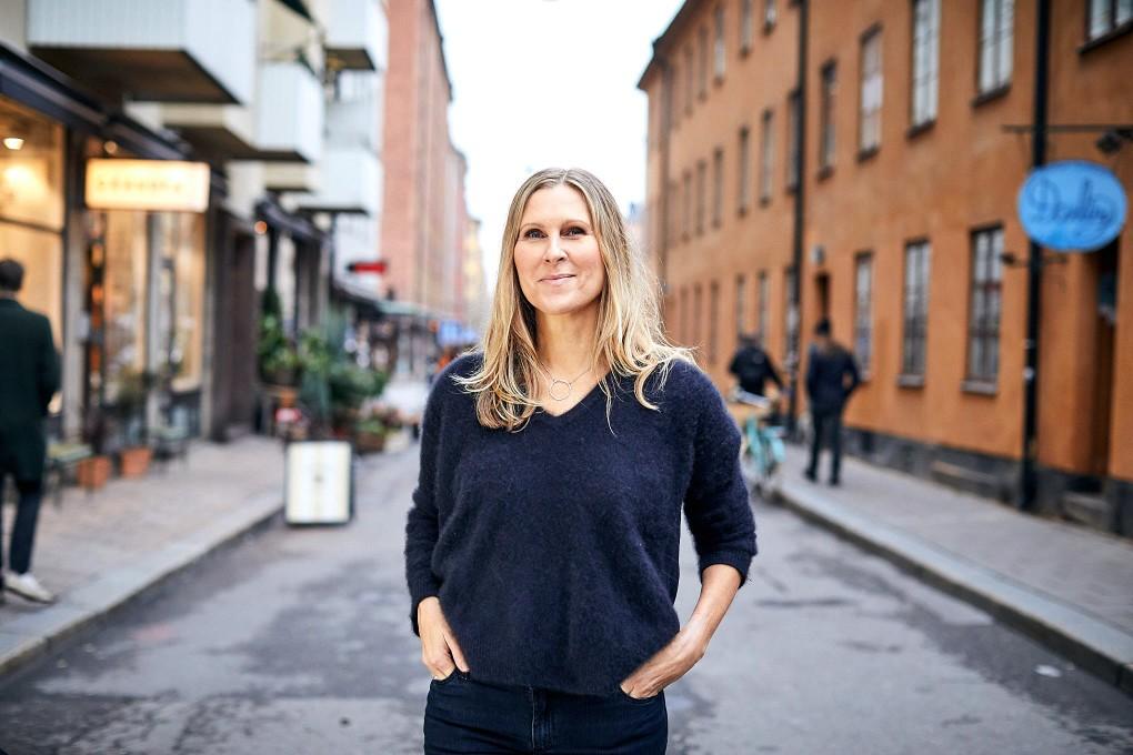 Stärkande naturliga porträtt i urban stadsmiljö, Stockholm. Bästa företagsporträtten fotograferade av Paulina Westerlind