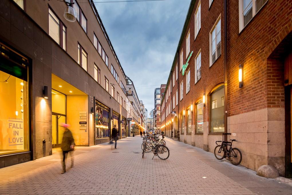 Fastighetsfotografering med mänslig närvaro i Stockholm city för AMF Fastigheter