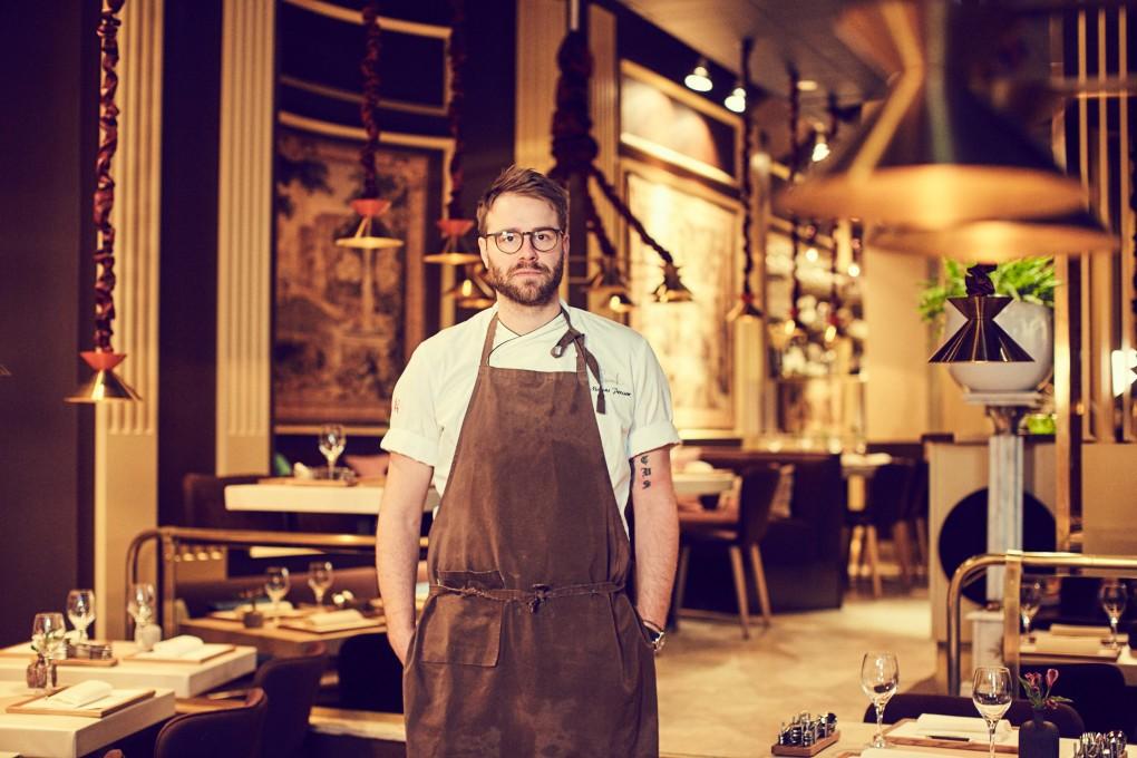 Kok porträtt av köksmästare Marcus Lindstedt på Smak Stockholm. Restaurang fotografi