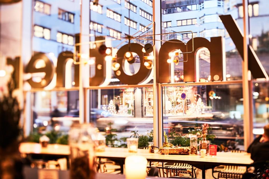 Restaurangfotograf Paulina Westerlind. Här på restaurang Mother, en krog mitt i Stockholm del av GruppF12. Matfotograf
