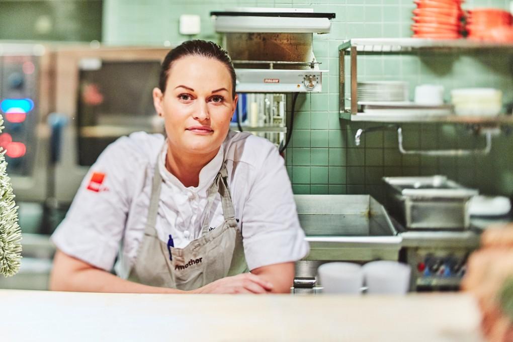 Porträttfotograf Paulina Westerlind. Här på restaurang Mother, en krog mitt i Stockholm del av GruppF12. Köksmästare