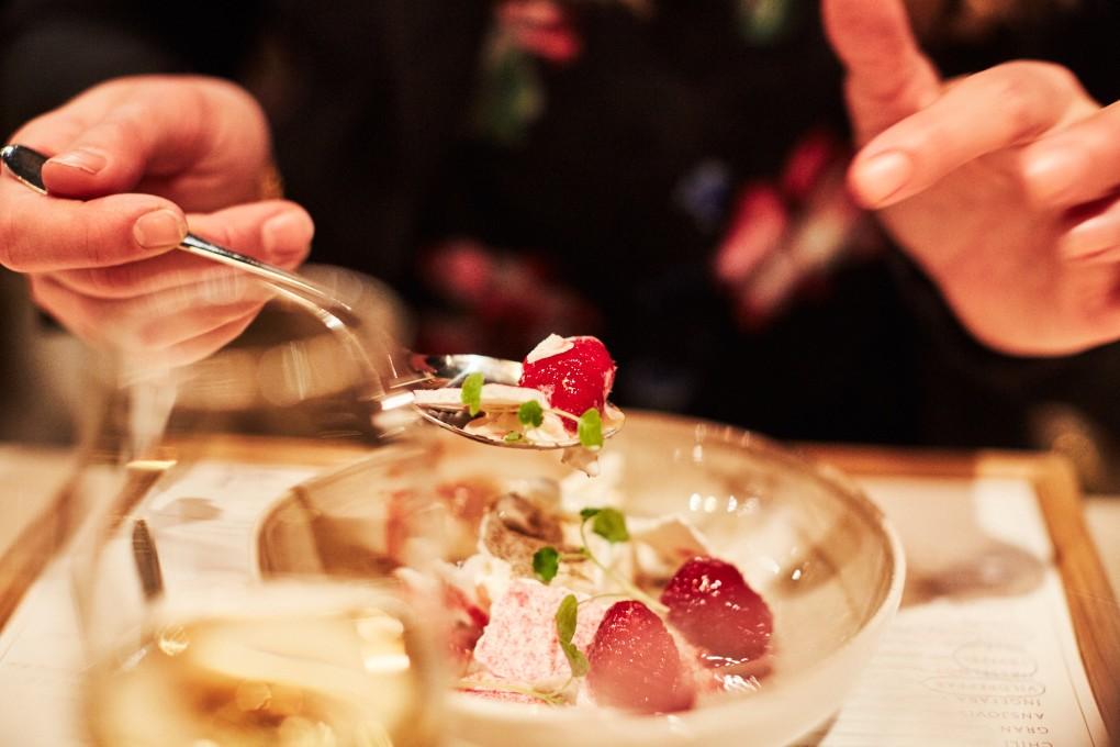 Restaurang foto från Smak Stockholm en lyxkrog mitt i Stockholm. Köksmästare Marcus Lindstedt. Matfotograf