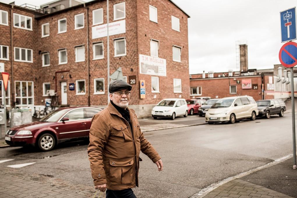Porträtt av egenföretagare på Norra Grängesbergsgatan i Malmö. Fotograferat för Emoore