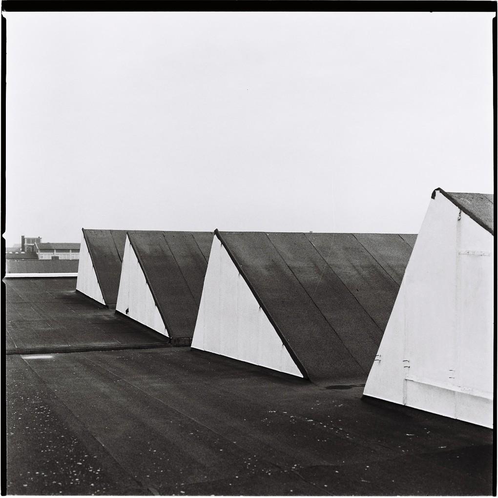 Industri arkitektur från Norra Grängesbergsgatan i Malmö. Fotograferat analog mellanformat med en Hasselbladkamera