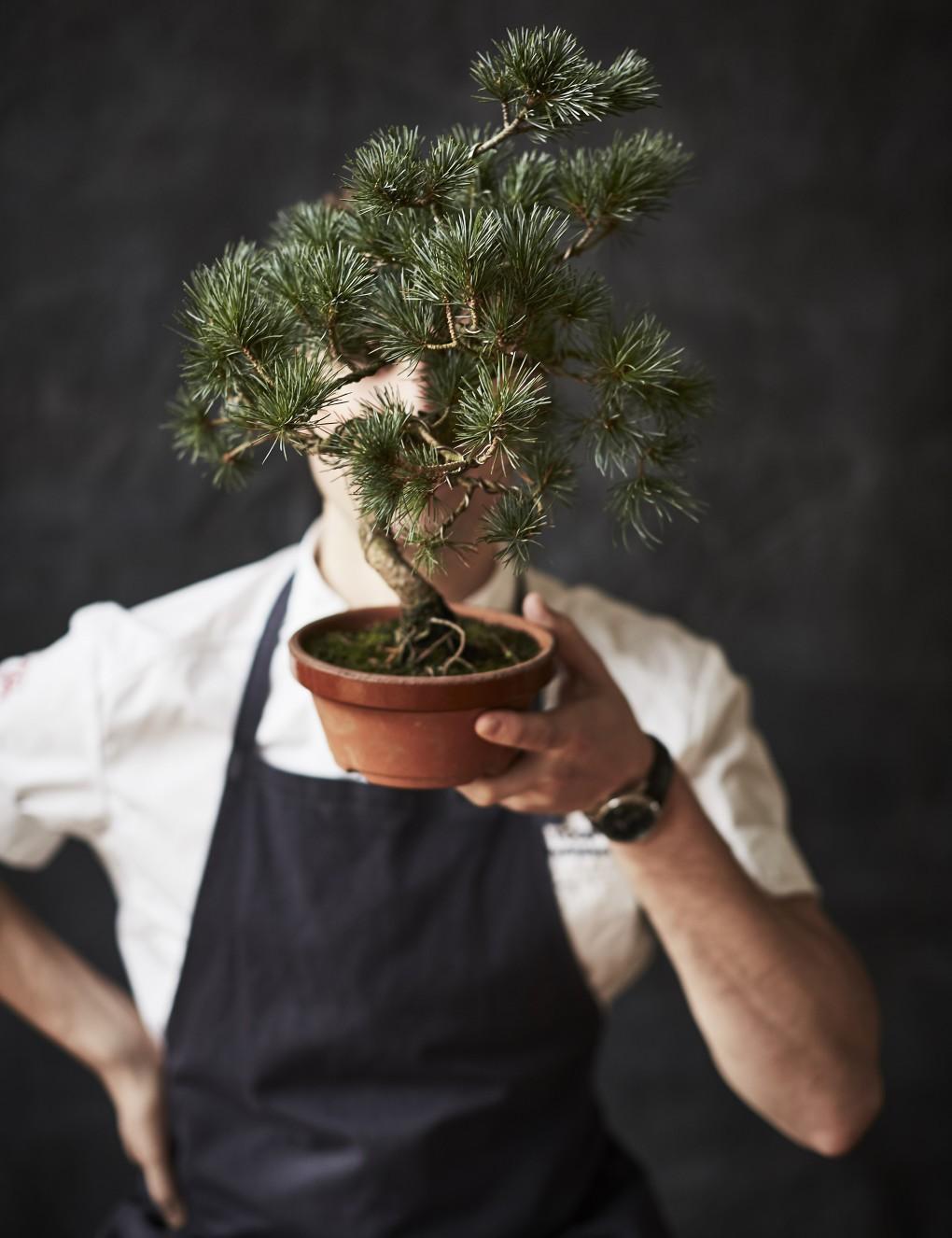 Porträtt av kock, köksmästare Jonas Svensson fotografrat av Paulina Westerlind. Miss Voon.