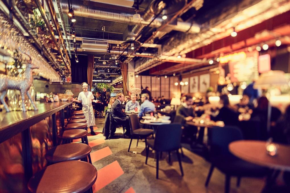 Restaurangfotograf Paulina Westerlind. Här julbord på restaurang Mother, en lyxkrog mitt i Stockholm del av GruppF12. Matfotograf