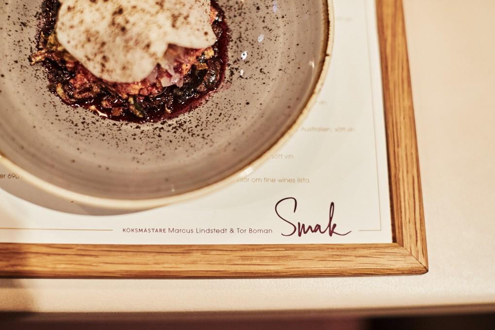 Restaurang foto från Smak Stockholm en lyxkrog mitt i stockholm. Här rätten Chili. Köksmästare Marcus Lindstedt och Tor Boman