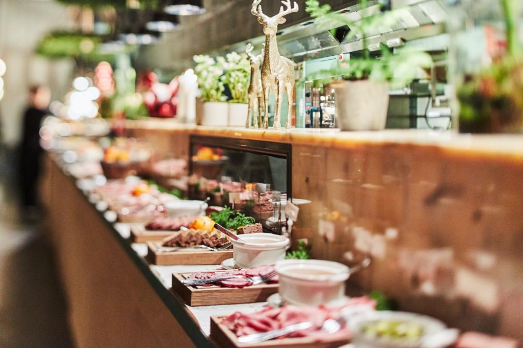 Matfotograf Paulina Westerlind. Här på restaurang Mother, en krog mitt i Stockholm del av GruppF12. Julbord