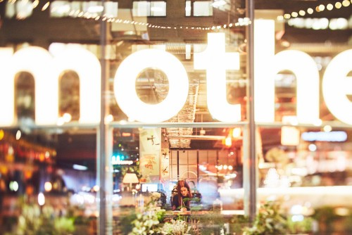 Fotografi av Paulina Westerlind på restaurang Mother, en krog mitt i Stockholm del av GruppF12.